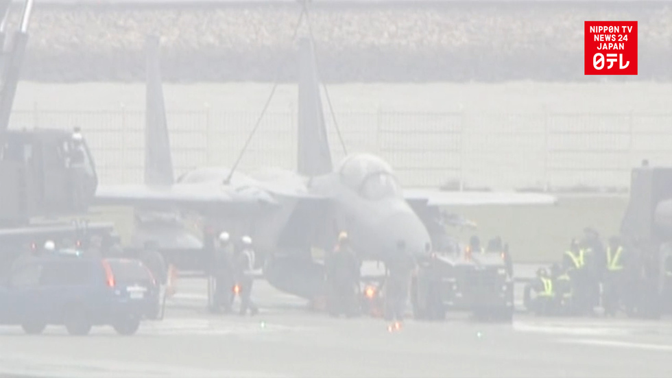 Disabled F-15 fighter jet disrupts air traffic
