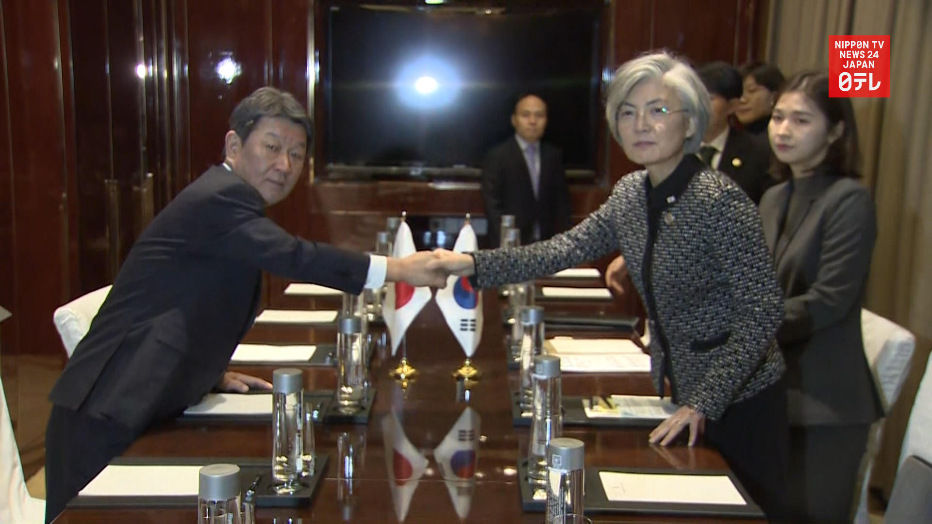 Japan, S. Korea foreign ministers meet ahead of summit