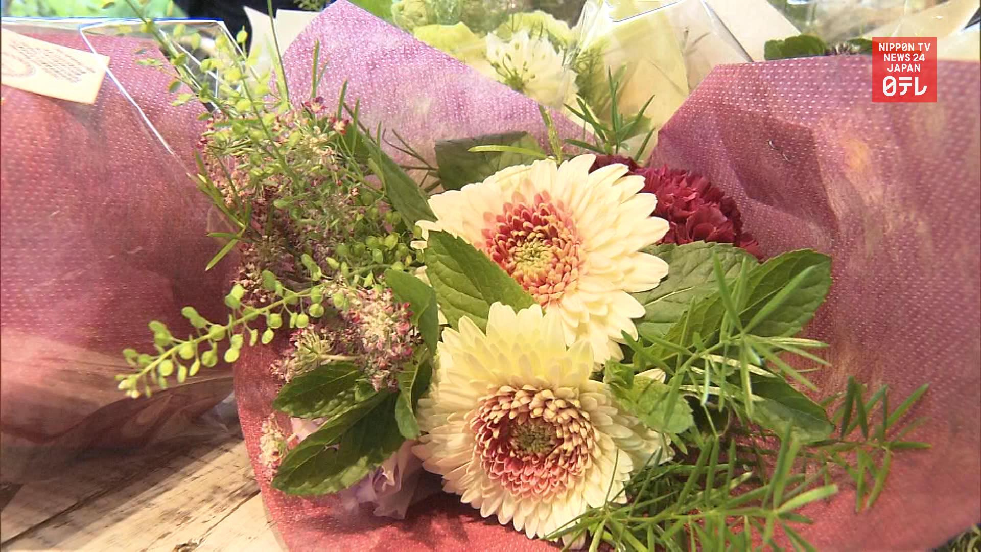 Canceled flowers encourage doctors