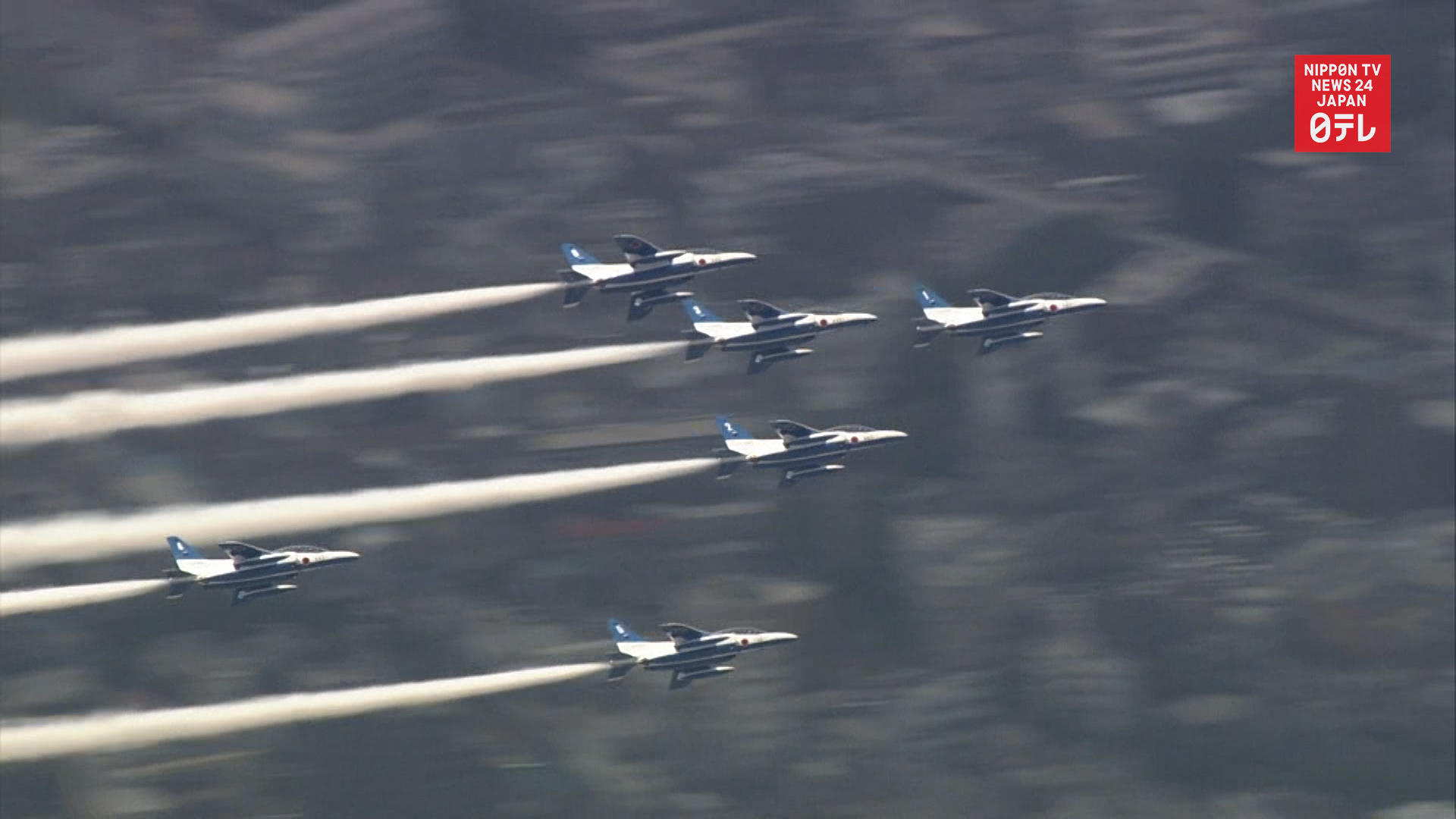 Acrobatic planes fly over Tokyo to thank medical workers