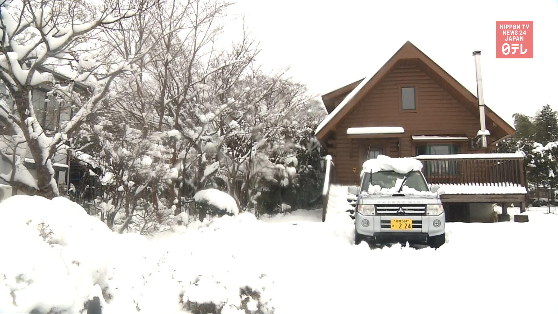 Snow falls west of Tokyo