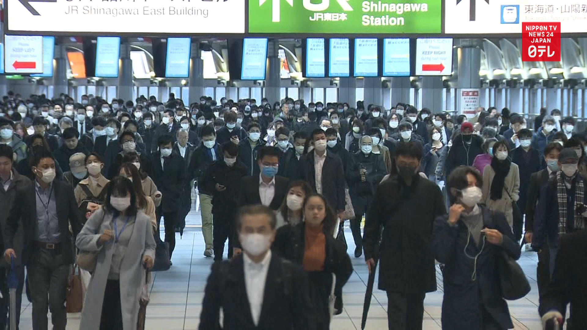 Commuters crowd Tokyo stations amid state of emergency