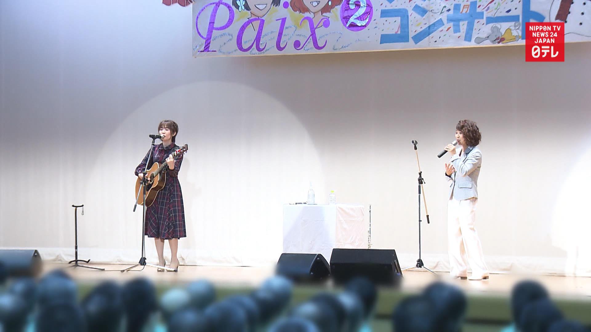 Prison idols sing for inmates
