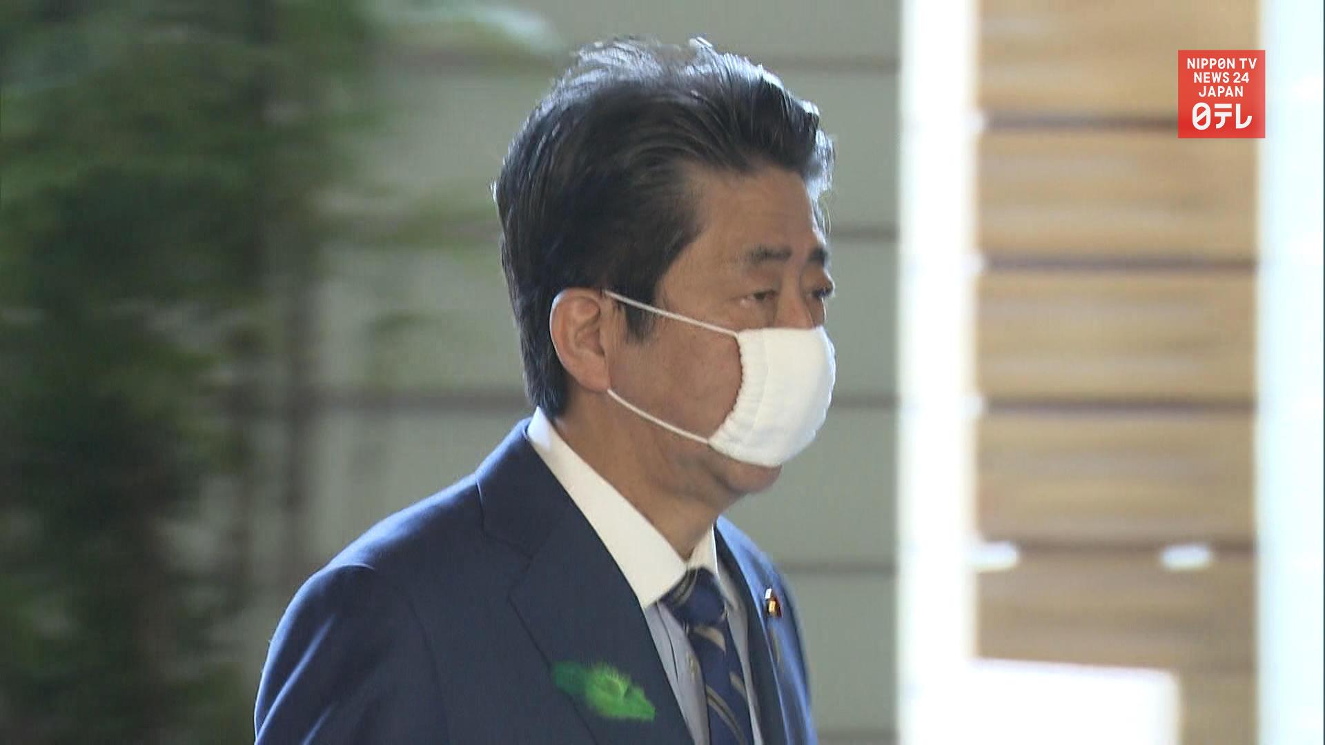 PM Abe mulls cash handouts of 100,000 yen per person