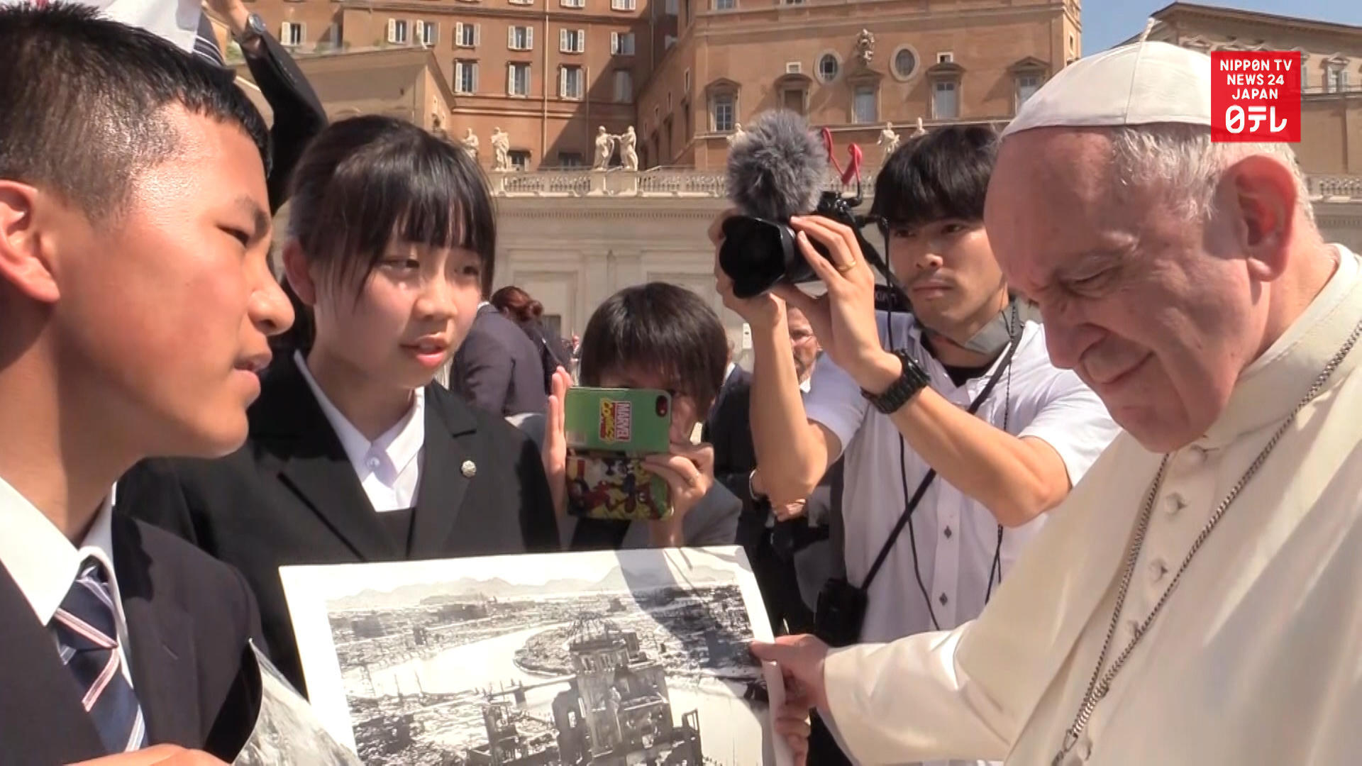 Japanese high schoolers meet Pope Francis