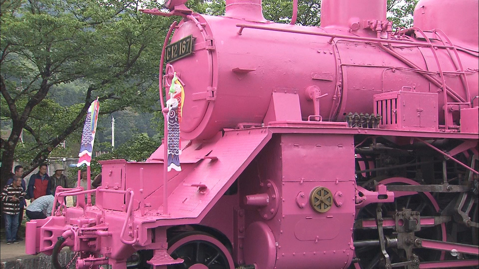 Pink locomotive spruces up Love Day