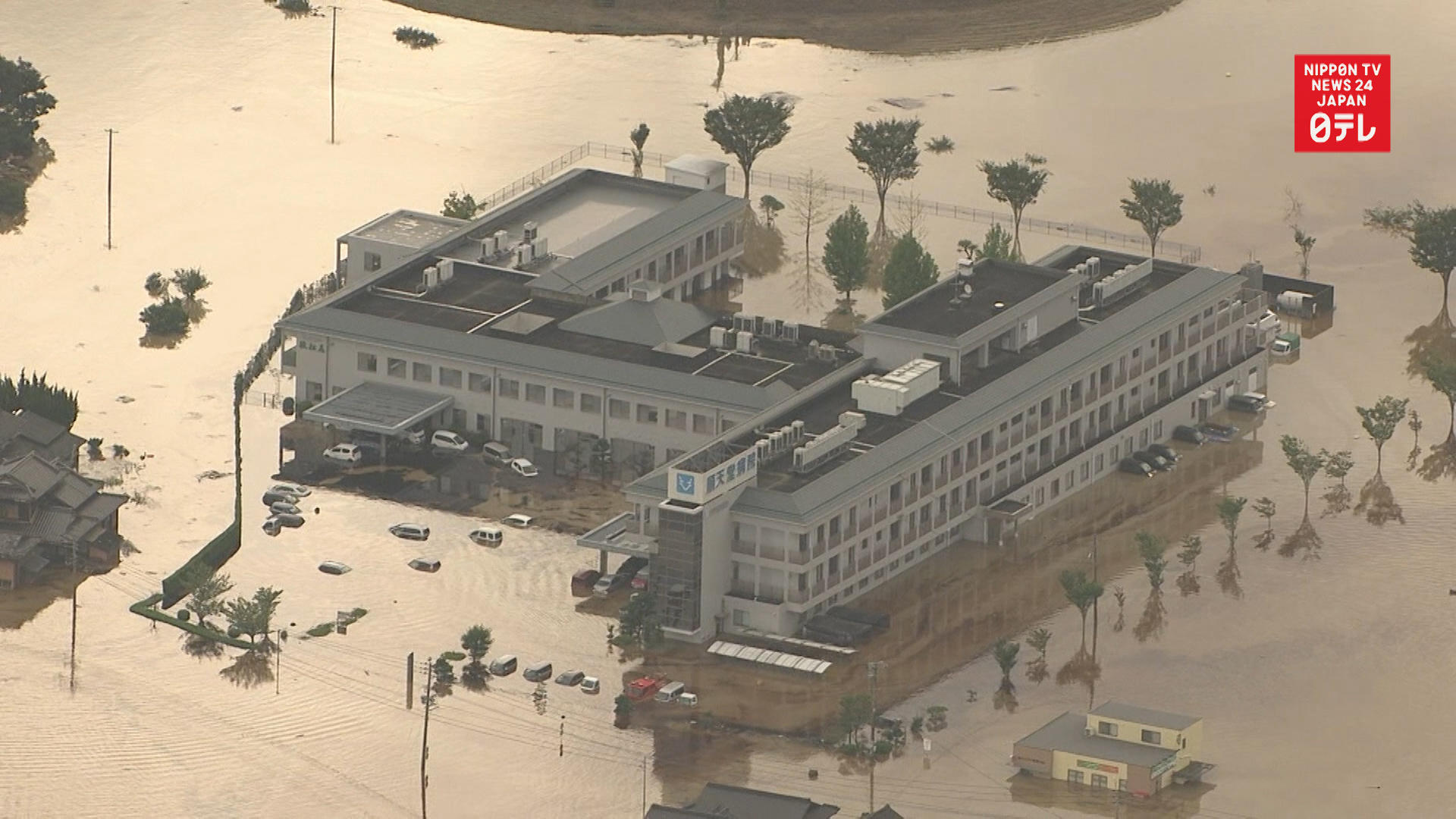 200 stranded in flooded hospital