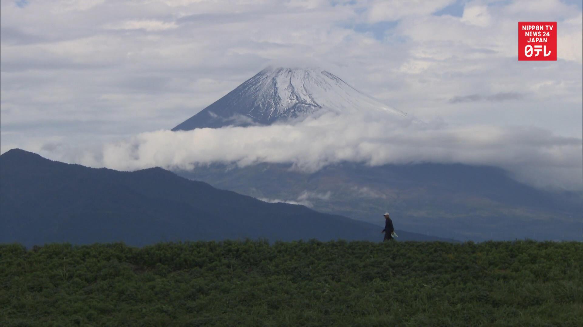 Mt  Fuji sports first snowcap of season