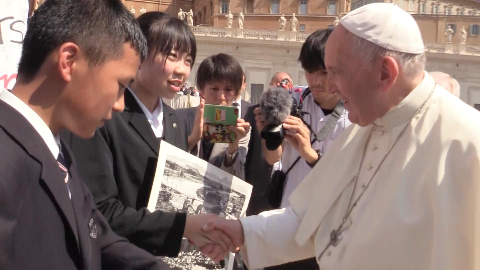 Young peace ambassadors have an audience with Pope Francis