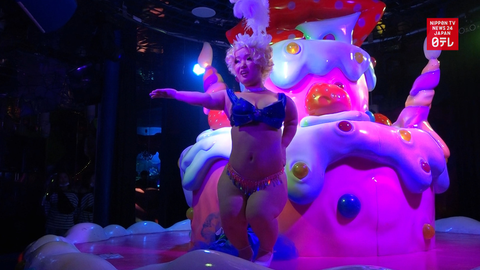 What it's like to be a 124cm-tall burlesque dancer