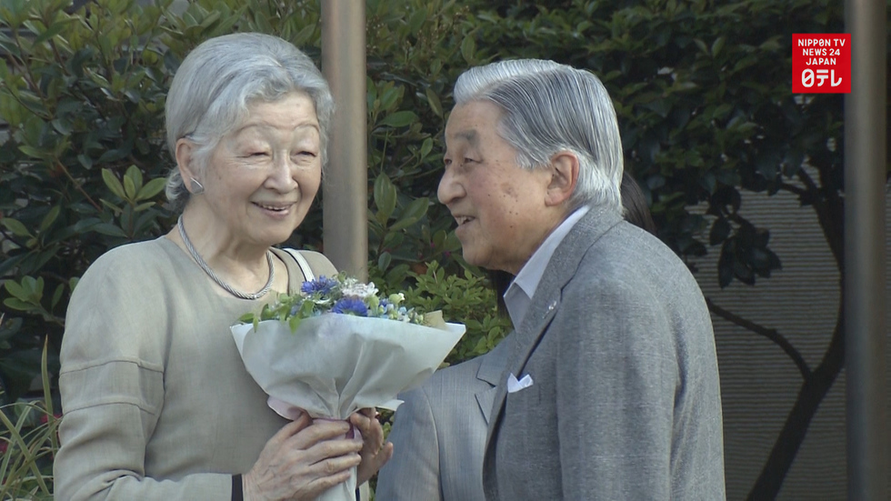 Emperor Emeritus Akihito and Empress Emerita Michiko visit tennis court