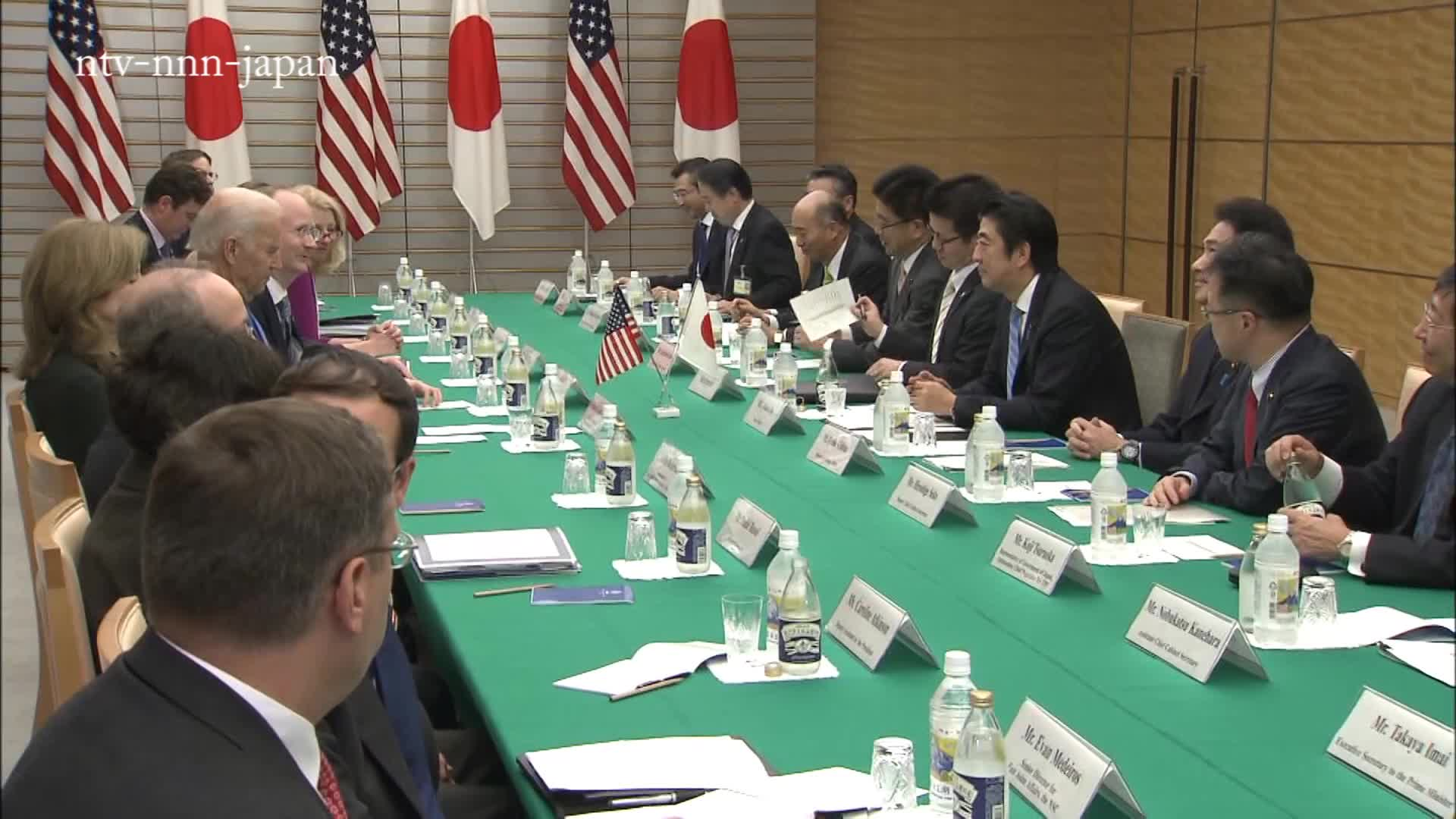 Abe and Biden pledge to push free trade talks