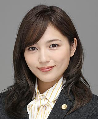 弁護士 和倉 楓(川口春奈)